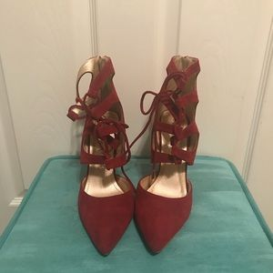 Red string up pumps